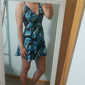 Adorable tropical leaf print dress